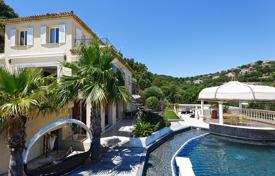 Luxury property for sale in Sainte-Maxime. Modern villa with a pool and sea views, Sainte-Maxime, France