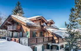 Chalets for rent in Saint-Bon-Tarentaise. Chic and modern chalet on the slopes of Courchevel Moriond, France