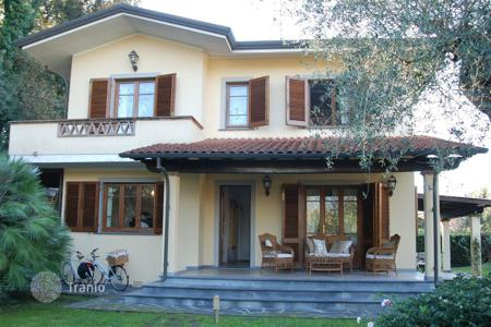 2 bedroom houses for sale in Tuscany. Villa - Forte dei Marmi, Tuscany, Italy