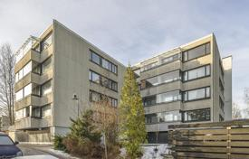 Property for sale in Espoo. Spacious apartment with a glazed balcony and scenic views of the surrounding area, in a building 400 meters from the sea, Espoo, Finland