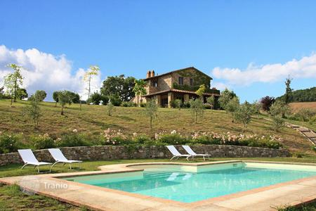 Residential for sale in San Casciano dei Bagni. Prestigiuos farmhouse for sale in Tuscany