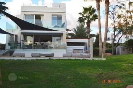 Luxury houses for sale in Chloraka. Private Frontline Villa 50m To THE SEA 5 Bedrooms — Chlorakas