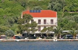 Houses with pools for sale in Dubrovnik. House on the sea in Dubrovnik, Croatia