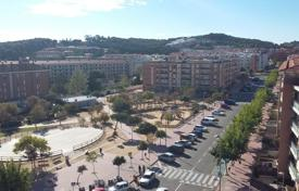 Property for sale in Costa Brava. Two-level apartment with a terrace in the center of Lloret de Mar, Fenals area