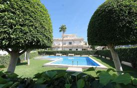 5 bedroom houses by the sea for sale in Alicante. Orihuela Costa, Playa Flamenca. Townhouse 140 m² built with 60 m² of plot