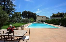 Residential to rent in Carpentras. Villa – Carpentras, Provence — Alpes — Cote d'Azur, France
