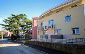 We are offering for sale a newer, bright and well-built apartment in a good location in Izola close to the sea for 240,000 €