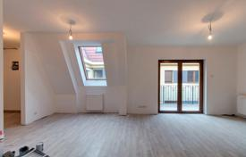 Property for sale in District VI (Terézváros). Spacious bright apartment with a balcony, in a historical building with noble architecture, in the city center, the 6th district, Budapest