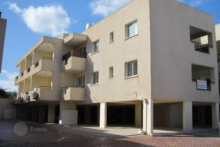 Cheap apartments with pools for sale in Chloraka. 2 Bed Apartment in Chlorakas