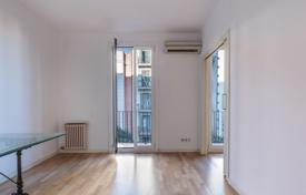 Apartments for sale in L'Eixample. Well-lit newly rehabbed apartment in the center of Eixample, Barcelona, Spain