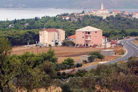 Coastal residential for sale in Trogir. Seget Vranicа