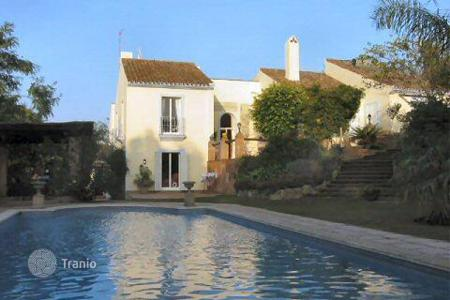 4 bedroom houses for sale in Buron. B ZONE — House in quiet area of lower Sotogrande