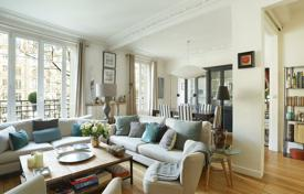 Luxury 5 bedroom apartments for sale overseas. Paris 16th District – A seven-room family apartment