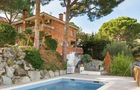 Villas and houses for sale in Catalonia. Spacious house with a garden, a swimming pool and a garage, close to Barcelona, Cabrils, Spain