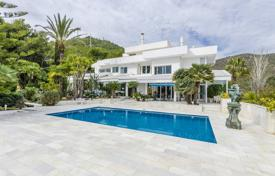 Luxury houses with pools for sale in Castelldefels. Villa – Castelldefels, Catalonia, Spain
