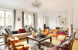 Luxury 5 bedroom apartments for sale in France. 16th District — Between Foch and Victor Hugo