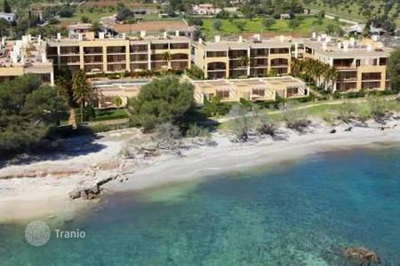 2 bedroom apartments for sale in Majorca (Mallorca). 2 and 3 bedroom beachfront apartments with seaviews surrounded by nature and services in Port Vell, Mallorca