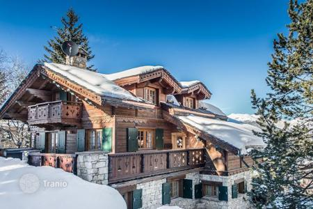 Residential to rent in Saint-Bon-Tarentaise. Chic and modern chalet on the slopes of Courchevel Moriond, France