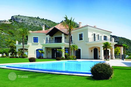 Houses with pools for sale in Benahavis. Villa for sale in Marbella Club Golf Resort, Benahavis
