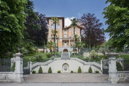 6 bedroom houses for sale in Central Europe. Villa – Curio, Ticino, Switzerland