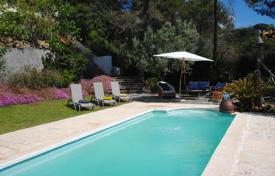 Houses with pools for sale in Sant Cebrià de Vallalta. House for sale in Sant Cebria de Vallalta with a lovely terrace and swimming pool