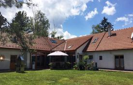 Houses for sale in Lower Austria. Furnished house with terrace, garden and two separate entrances to the kottingbrunn, Baden, Austria