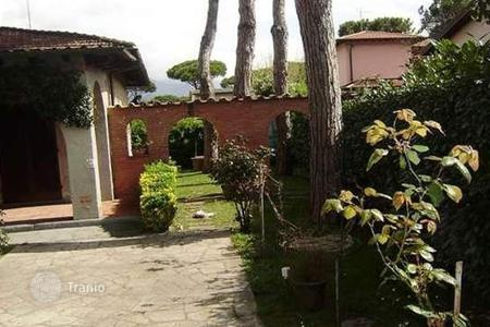 3 bedroom houses for sale in Lucca. Villa - Forte dei Marmi, Tuscany, Italy
