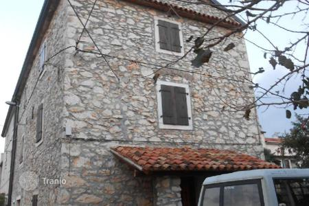 Houses for sale in Buje. House Old house in Kršete for renovation!