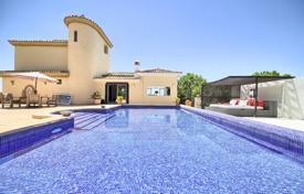 4 bedroom houses for sale in Estepona. Stunning Villa in Los Reales, Sierra Estepona, Estepona