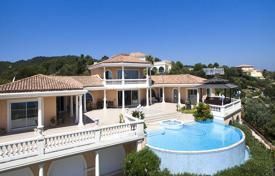 Luxury property for sale in Roquebrune-sur-Argens. Villa with a private night club, a garden, a swimming pool, a garage, Roquebrune sur Argens, Côte d'Azur, France