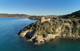 Villas and houses for rent with swimming pools in Province of Grosseto. Ancient Tower at the seaside
