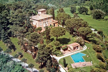 Villas and houses for rent with swimming pools in Lazio. Villa Soratte