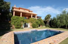 Luxury 3 bedroom houses for sale in Andalusia. Villa for sale in Los Flamingos, Benahavis