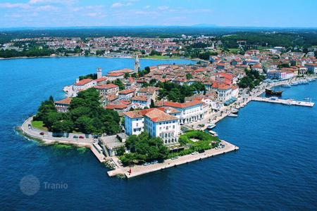 2 bedroom apartments for sale in Croatia. Fully renovated apartment in Porec, Croatia