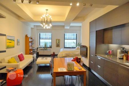 Apartments for rent with swimming pools in Manhattan. Oversized Loft at Exclusive 20 Pine St