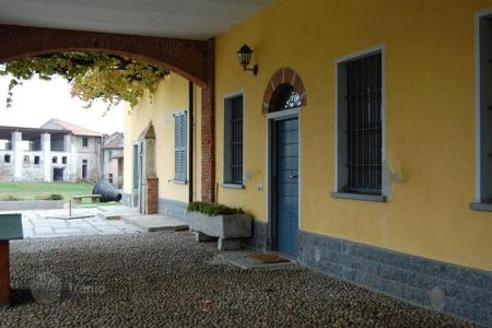 Apartments for sale in Lombardy. Austere, elegant APARTMENT, in the campaign near MILAN
