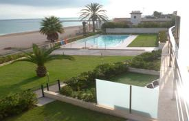 3 bedroom apartments for sale in Denia. Apartment with terraces in a residence with swimming pool, tennis court and parking, on the seafront, in Denia, Spain