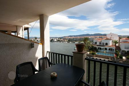 Cheap apartments with pools for sale in Costa Brava. Apartment - Empuriabrava, Catalonia, Spain