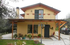 3 bedroom houses for sale in Abruzzo. Country house in Moskufo. Italy