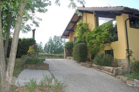 Coastal houses for sale in Emilia-Romagna. Country house in ZIANO PIACENTINO