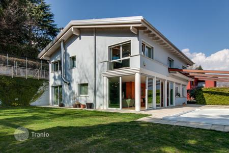 Luxury houses with pools for sale in Central Europe. Villa – Lugano, Ticino, Switzerland