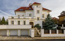 Houses with pools for sale in Praha 6. Bright mansion with two terraces, a pool and a well-kept garden in a prestigious district, Gansaulka, Prague, Czech Republic
