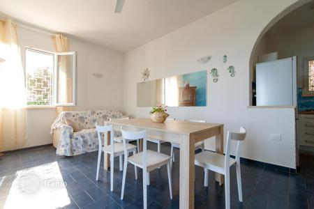 Property to rent in Province of Lecce. Hillside cottage with a view of the sea and a swimming pool, Gagliano del Capo, Italy