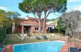 Residential for sale in Catalonia. Two-storey brich house with a terrace, a swimming pool and a sea view, close to the beach, Premiá de Dalt, Spain
