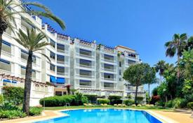 2 bedroom apartments for sale in Puerto Banús. Spacious apartment with a parking and a terrace in a residential complex with gardens and swimming pools, Puerto Banus, Spain