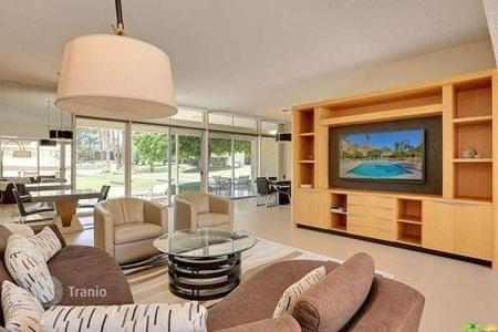 "Apartments with pools for sale in North America. Thrre-bedroom ""turnkey"" apartment in Southern California, Palm Desert"