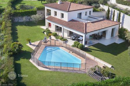 Residential for sale in Villeneuve-Loubet. A beautiful villa on the heights of Vaugrenier in Villeneuve Loubet