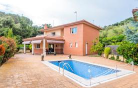 Houses with pools for sale in Spain. House with a large garage, a swimming pool and a sea view, close to the beach and the center of the town of Sant Pol de Mar, Spain