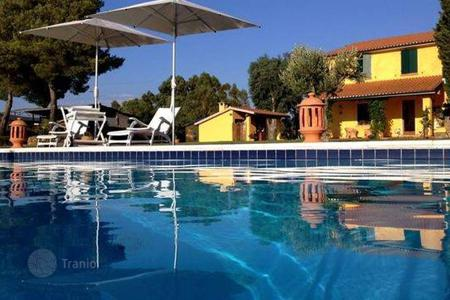2 bedroom houses for sale in Tuscany. Villa - Scarlino, Tuscany, Italy