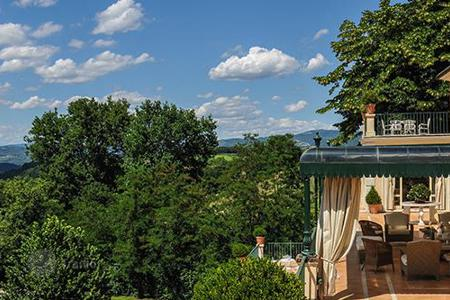 Villas and houses for rent with swimming pools in Umbria. La Luna